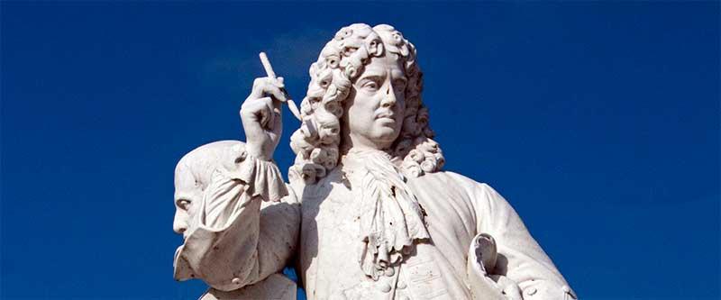 Jean de La Bruyère avec, à côté, la tête de Théophraste